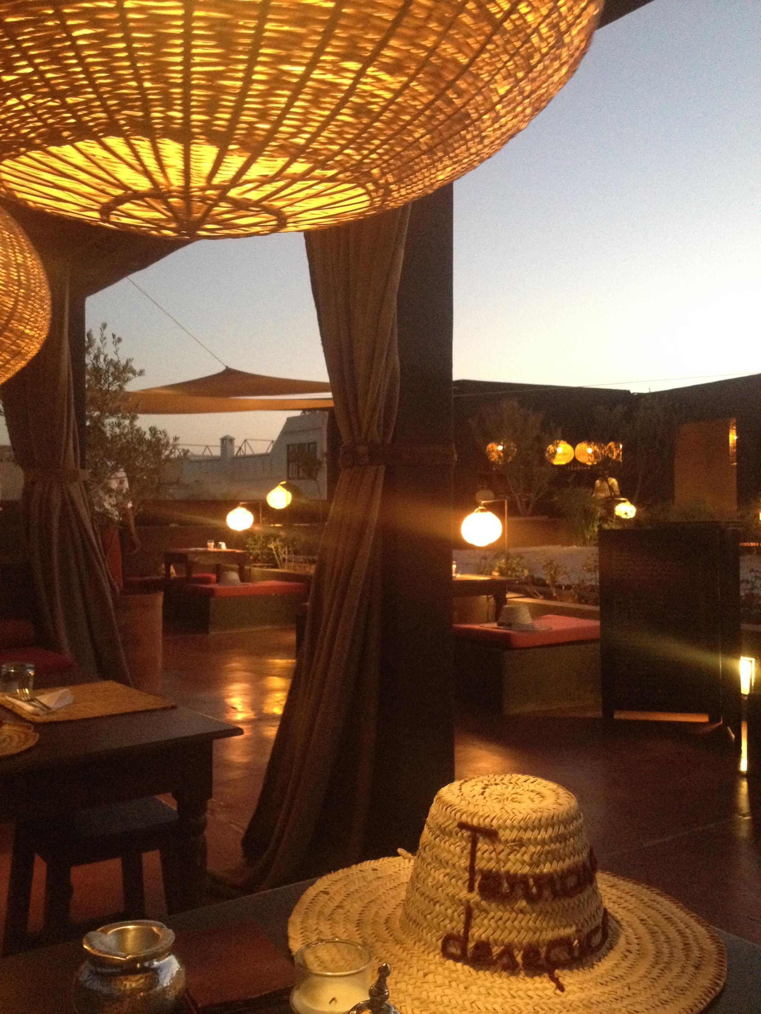 La Terrasse des épices, tenue par un français, lieu reposant, chaleureux avec vue sur les toits