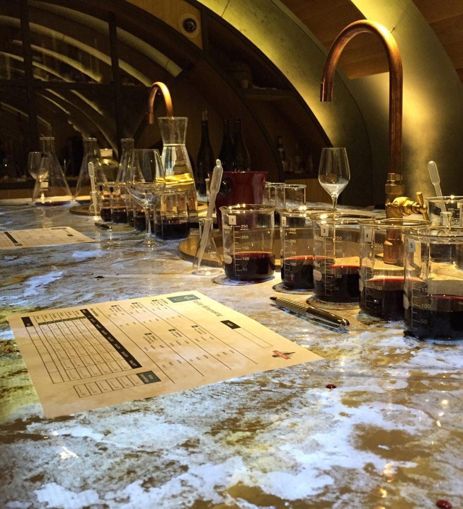 Créez votre propre vin ! Deux heures de découverte et de création, entre les mains de l'œnologue des Caves du Louvre ! Repartez avec votre création étiquetée ! 75€ sur www.lesraffineurs.com